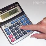 фото калькулятор и рука
