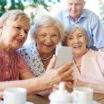 Счастливые пенсионеры в Москве